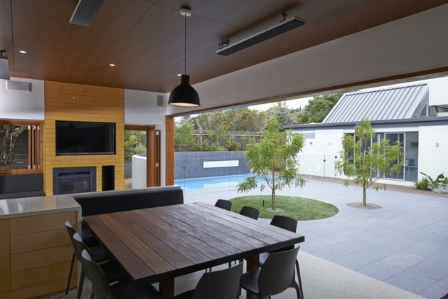 summer-house-expansion-creates-private-courtyard-18-indoor-outdoor.jpg