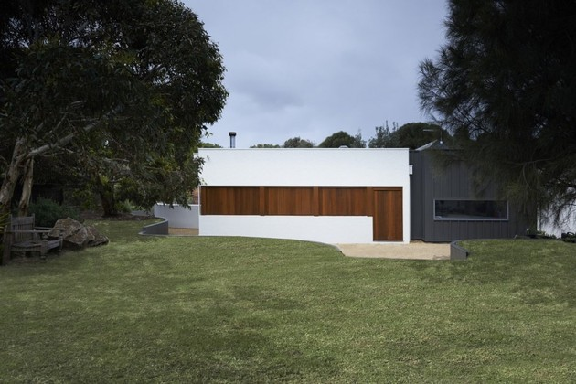 summer-house-expansion-creates-private-courtyard-9-windows-closed.jpg