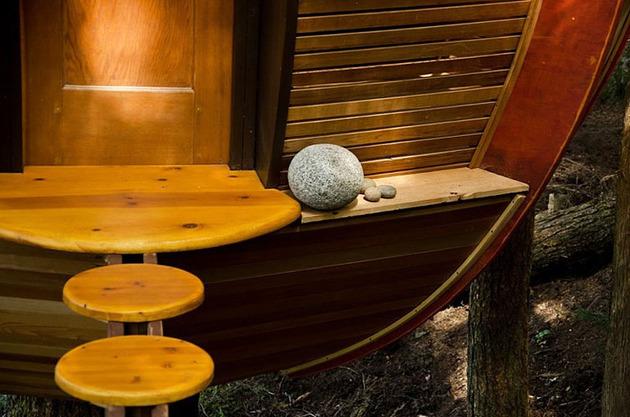 suspended-wooden-pod-cabin-built-around-tree-trunk-7-rock-ledge-close.jpg