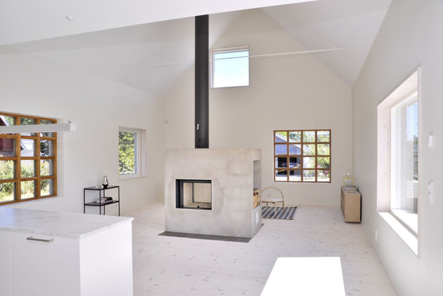 swedish loft house with concrete fireplace feature 2 thumb 630x422 27664 Swedish Loft House with Concrete Fireplace Feature