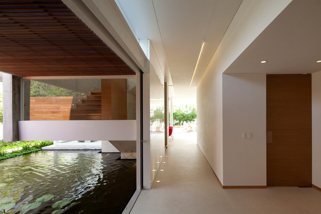t-shaped-contemporary-mexican-house-3.jpg
