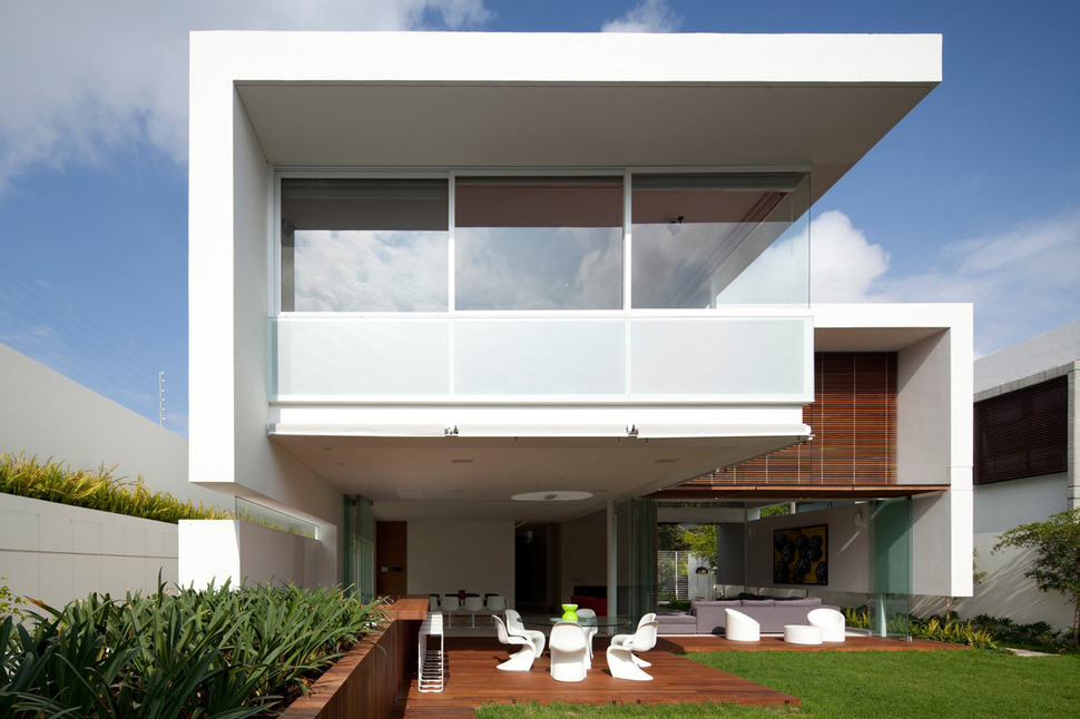 View In Gallery T Shaped Contemporary Mexican House 4