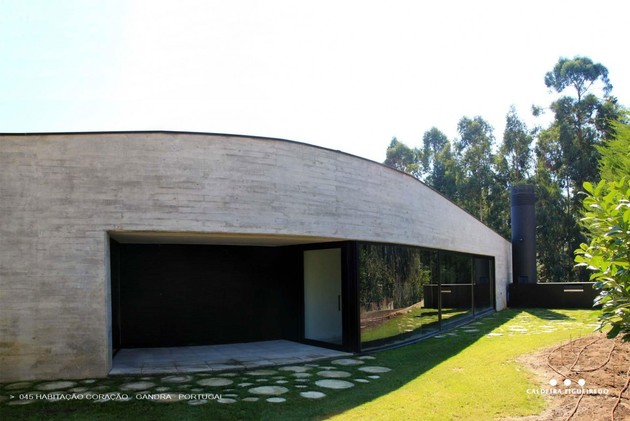 two-wing-portuguese-house-with-concrete-look-wood-exterior-3-window-wall.jpg