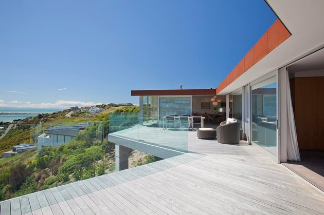 2-level-home-pool-protrudes-cliff-10-bedroom.jpg