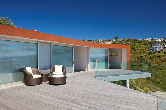 2-level-home-pool-protrudes-cliff-11-terrace.jpg