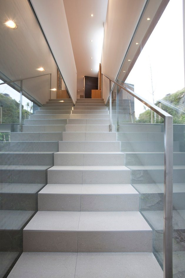 2-level-home-pool-protrudes-cliff-14-stairwell.jpg