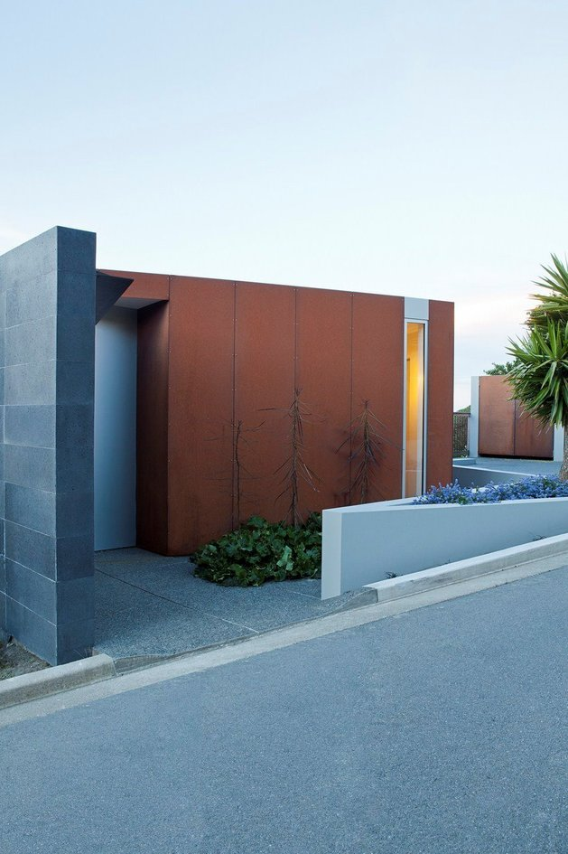 2-level-home-pool-protrudes-cliff-4-entry.jpg