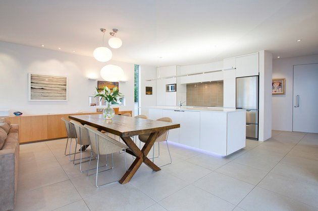 2-level-home-pool-protrudes-cliff-6-kitchen.jpg