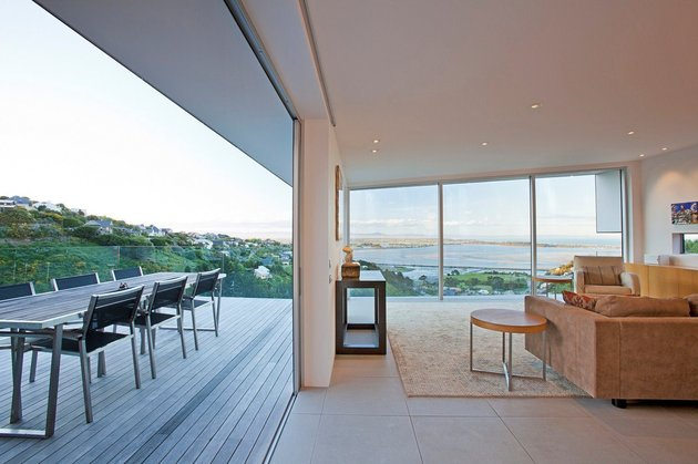 2-level-home-pool-protrudes-cliff-8-terrace.jpg