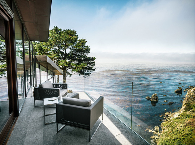 3-level-house-desolate-bluff-overlooking-ocean-11-dining-terrace.jpg