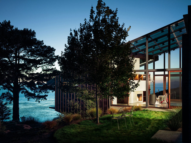 3-level-house-desolate-bluff-overlooking-ocean-13-grassy-seating.jpg