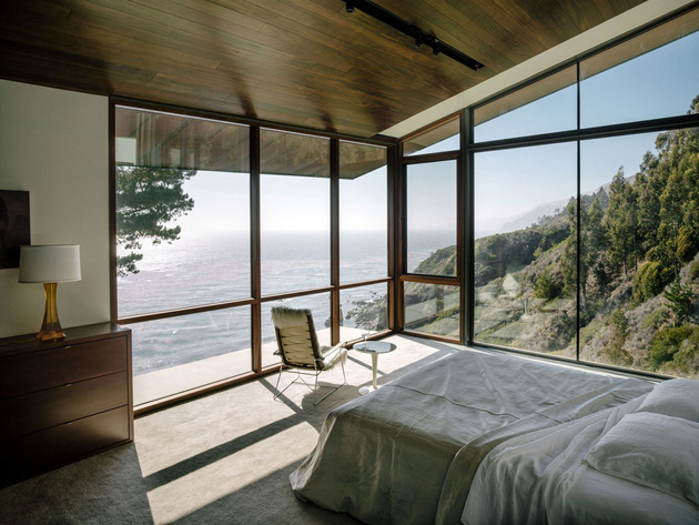 3-level-house-desolate-bluff-overlooking-ocean-17-bed.jpg