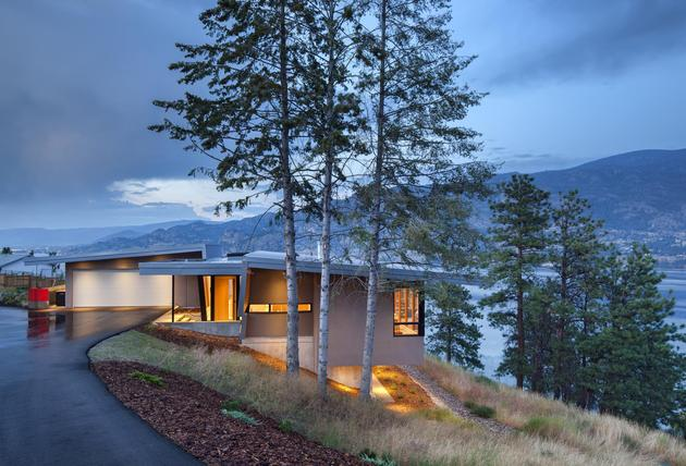 cantilevered family home overlooks lake 2 entry thumb 630xauto 32206 Cantilevered Family Home Overlooks Lake