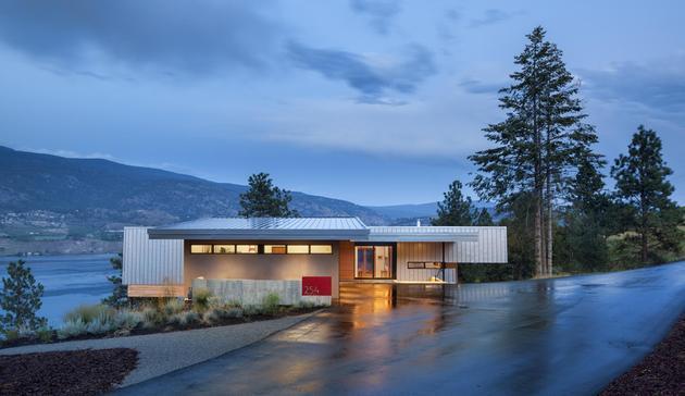 cantilevered-family-home-overlooks-lake-3-entry.jpg