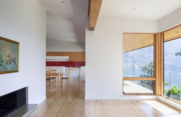 cantilevered-family-home-overlooks-lake-6-social.jpg