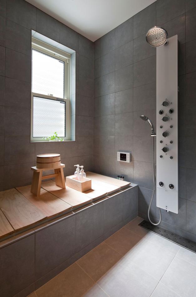 compact-zen-home-full-hidden-meanings-20-bath.jpg
