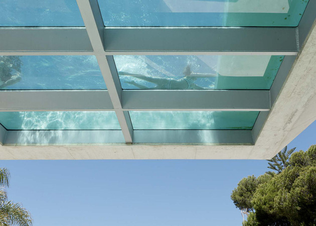 concrete-home-pool-glass-floor-4-pool-bench.jpg