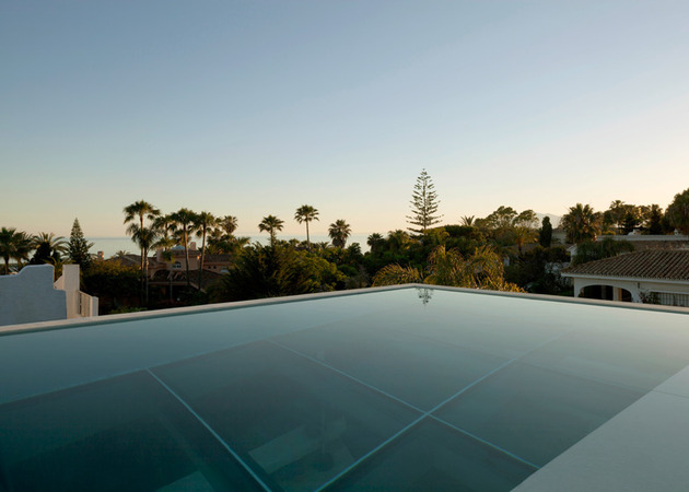 concrete-home-pool-glass-floor-5-infinity-edge.jpg