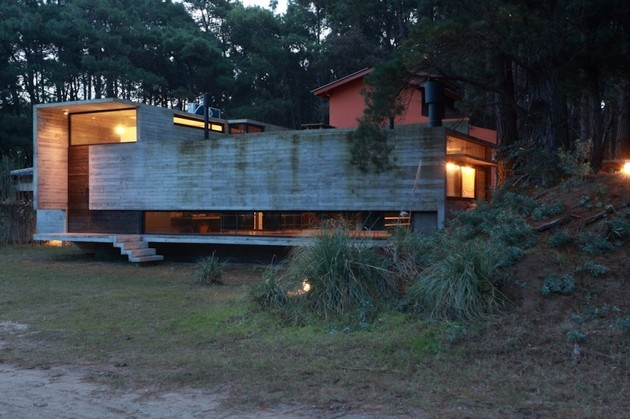 concrete steel home tucked pine forest 2 frontyard thumb 630xauto 33460 Concrete and Steel Summer Home Tucked into Pine Forest
