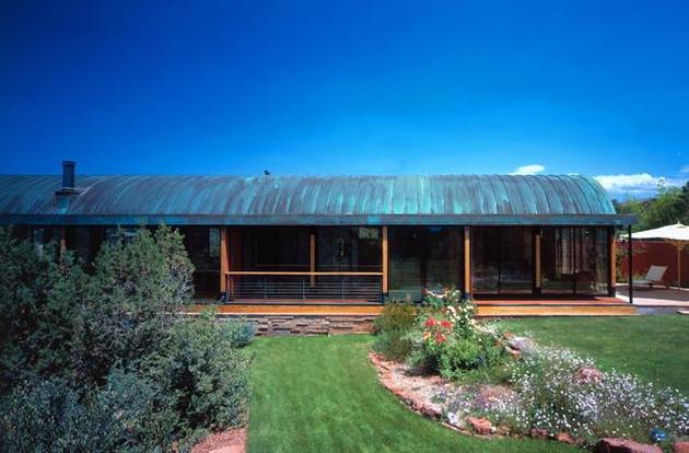 desert-dwelling-copper-clad-barrel-roof-15-garden.jpg