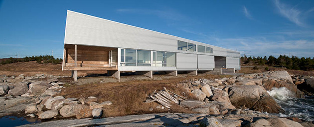 elongated-waterfront-house-with-amazing-sea-views-8.jpg