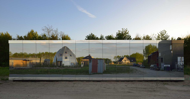 experimental-mirror-house-with-linear-layout-and-minimalist-aesthetic-7.jpg