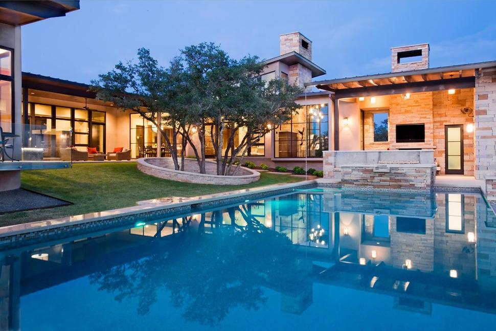 Family Home with Outdoor Living Room and Pool   Modern ... on Pool And Outdoor Living id=71641