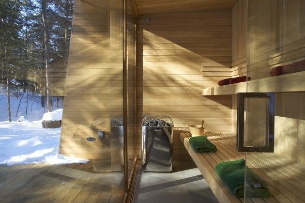 forest-getaway-cabin-dominated-by-warm-wood-boards-12-sauna.jpg