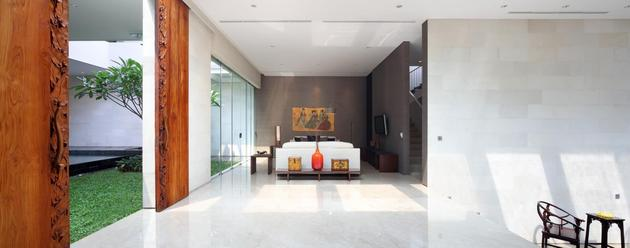 indonesian-zen-house-with-detailed-garden-filled-interior-12-couches.jpg