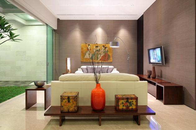 indonesian-zen-house-with-detailed-garden-filled-interior-13-couches-close.jpg