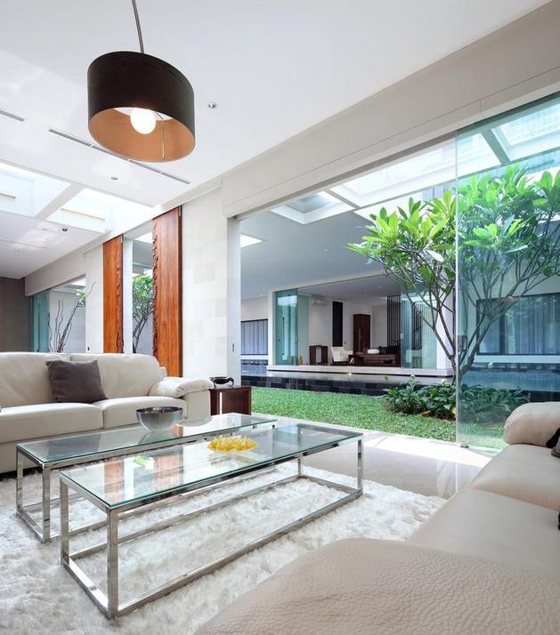 indonesian-zen-house-with-detailed-garden-filled-interior-14-living-room-table.jpg