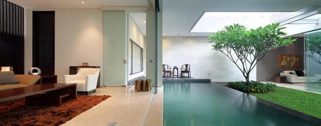 indonesian-zen-house-with-detailed-garden-filled-interior-19-glass-panel.jpg