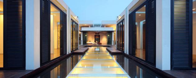 indonesian-zen-house-with-detailed-garden-filled-interior-23-upper-deck.jpg