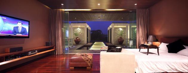 indonesian-zen-house-with-detailed-garden-filled-interior-27-master-view.jpg