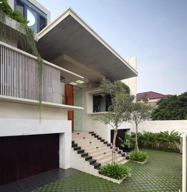 indonesian-zen-house-with-detailed-garden-filled-interior-3-entrance-angle.jpg
