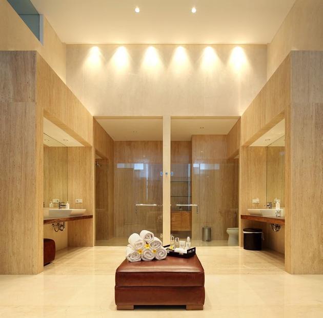 indonesian-zen-house-with-detailed-garden-filled-interior-32-washroom.jpg