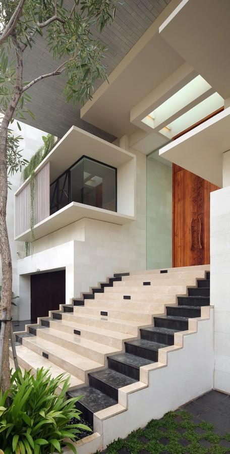 indonesian-zen-house-with-detailed-garden-filled-interior-4-steps.jpg