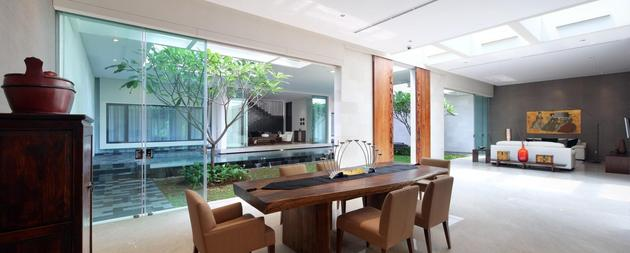 indonesian-zen-house-with-detailed-garden-filled-interior-9-dining-table.jpg
