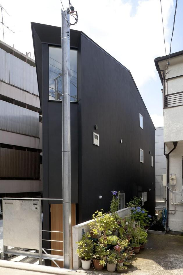 japanese-oh-house-wows-with-narrow-footprint-open-interiors-3.jpg