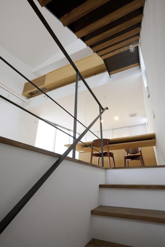 japanese-oh-house-wows-with-narrow-footprint-open-interiors-7.jpg