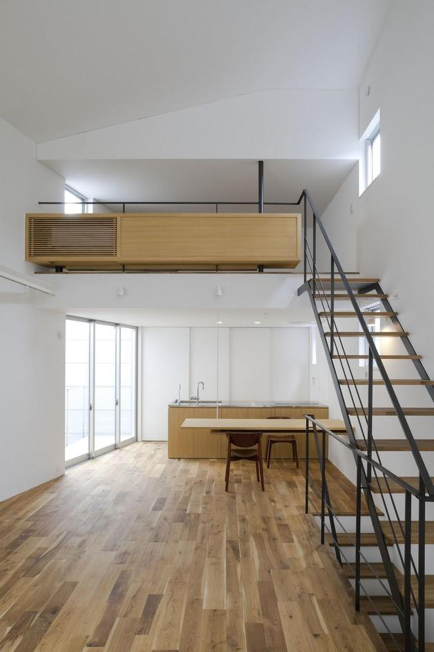 japanese-oh-house-wows-with-narrow-footprint-open-interiors-8.jpg