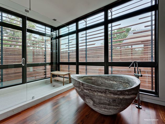 leed-gold-certified-house-bohemian-style-10-ensuite.jpg