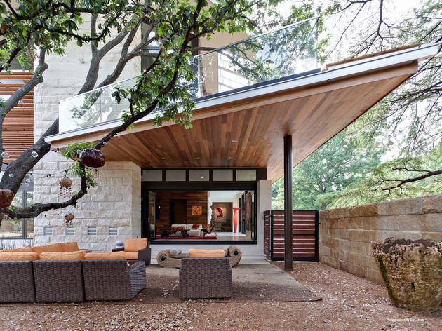 leed-gold-certified-house-bohemian-style-8-garden-seating.jpg