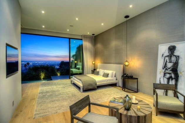luxurious-la-home-with-glass-walls-and-courtyard-views-11.jpg