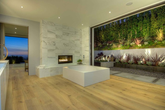 luxurious-la-home-with-glass-walls-and-courtyard-views-14.jpg