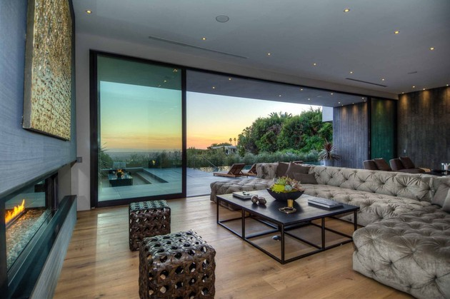 luxurious-la-home-with-glass-walls-and-courtyard-views-7.jpg