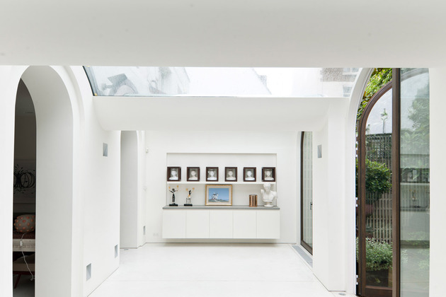 luxury-mews-house-with-classical-courtyard-and-vaulted-conservatory-6.jpg