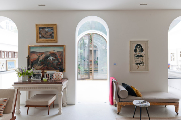 luxury-mews-house-with-classical-courtyard-and-vaulted-conservatory-9.jpg