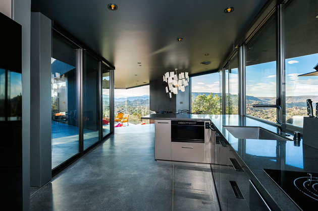 modern-desert-home-courtyard-pool-views-10-kitchen.jpg