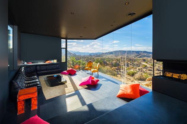 modern-desert-home-courtyard-pool-views-12-living.jpg